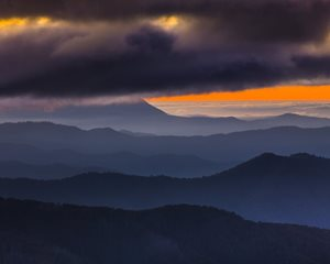 <br/>Victorian Alps, medium-format DSLR, 300 mm, f/8, ISO 100, 1/.08s, tripod and cable release