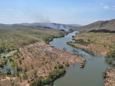 Burning along the banks of Bandaral Ngarri (the Fitzroy River) on Bunuba country. Photo by Richard Geddes.