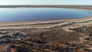 Lake Puckridge when filled with water (it's often dry). Photo Thomas Henning.