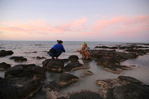 Ecologist Vanessa Westcott with Hamelin Marine Science Fellow, Erica Suosaari. Photo Cineport Media.